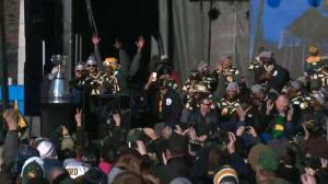 Odell Willis leads Eskimos in chant during Grey Cup rally