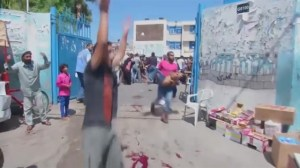 10 killed in UN school shelter attack, Israeli troops redeploying