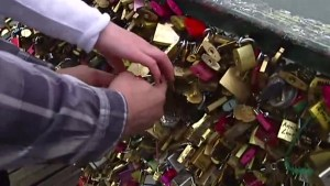 Vancouver tries to get ahead of Love Lock problem on city bridges