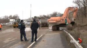 Traffic mess as landslide shuts down Hwy 403 in Hamilton