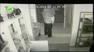 Burglars caught on tape breaking into upscale homes in Bel Air, California