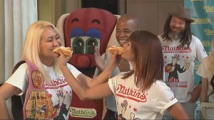 Ex-hot dog eating champion Joey Chesnut looks to reclaim title