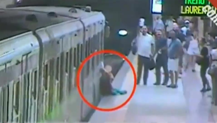 Woman caught in metro door & dragged through subway — Spine-chilling