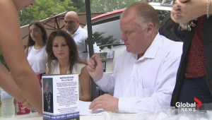Hundreds line up early for Ford bobblehead fundraiser