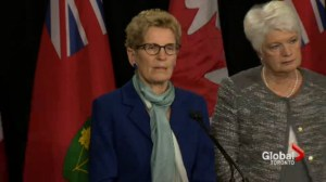 Wynne turns up the heat on teachers negotiations