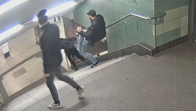 Bulharovi, který v berlínském metru brutálně skopl ze schodů ženu, hrozí až deset let vězení