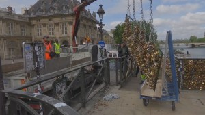 Paris removes 'love locks' on Pont des Arts
