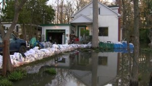 Quebec floods: Hudson residents on high alert