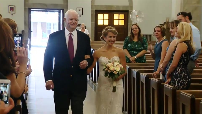 Touching! Bride Walks Down The Aisle With The Man Who Received…
