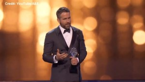 Ryan Reynolds dedicates Critics' Choice award to 2 Canadian kids who died of cancer