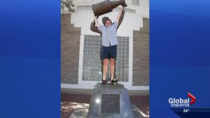 Edmontonians share favourite photos of Wayne Gretzky statue as it moves to new home