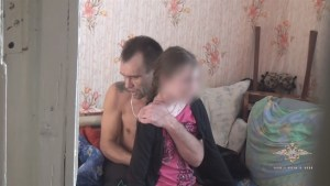 Knife-wielding man holds 13-year-old girl hostage in Russia