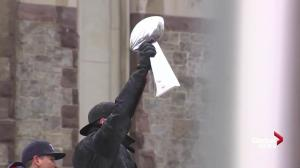 Tom Brady shows off Vince Lombardi trophy during Super Bowl parade