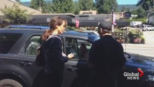Actress Jennifer Beals confronted after leaving dog in car