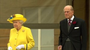 Queen Elizabeth leads minute of silence for Manchester victims