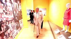 Fashion icon Oscar de la Renta dies at 82