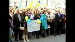 Raw video: Pro-Ukraine protestors take to the streets as Ukraine army tightens grip on country's east