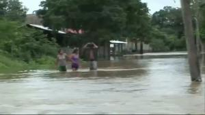 Raw video: Bolivians battle widespread flooding