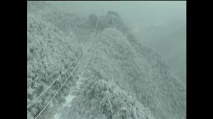 Raw video: Heavy snows cause problems in Southern China