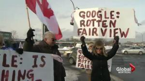 Protest outside Fairview Pointe-Claire Mall