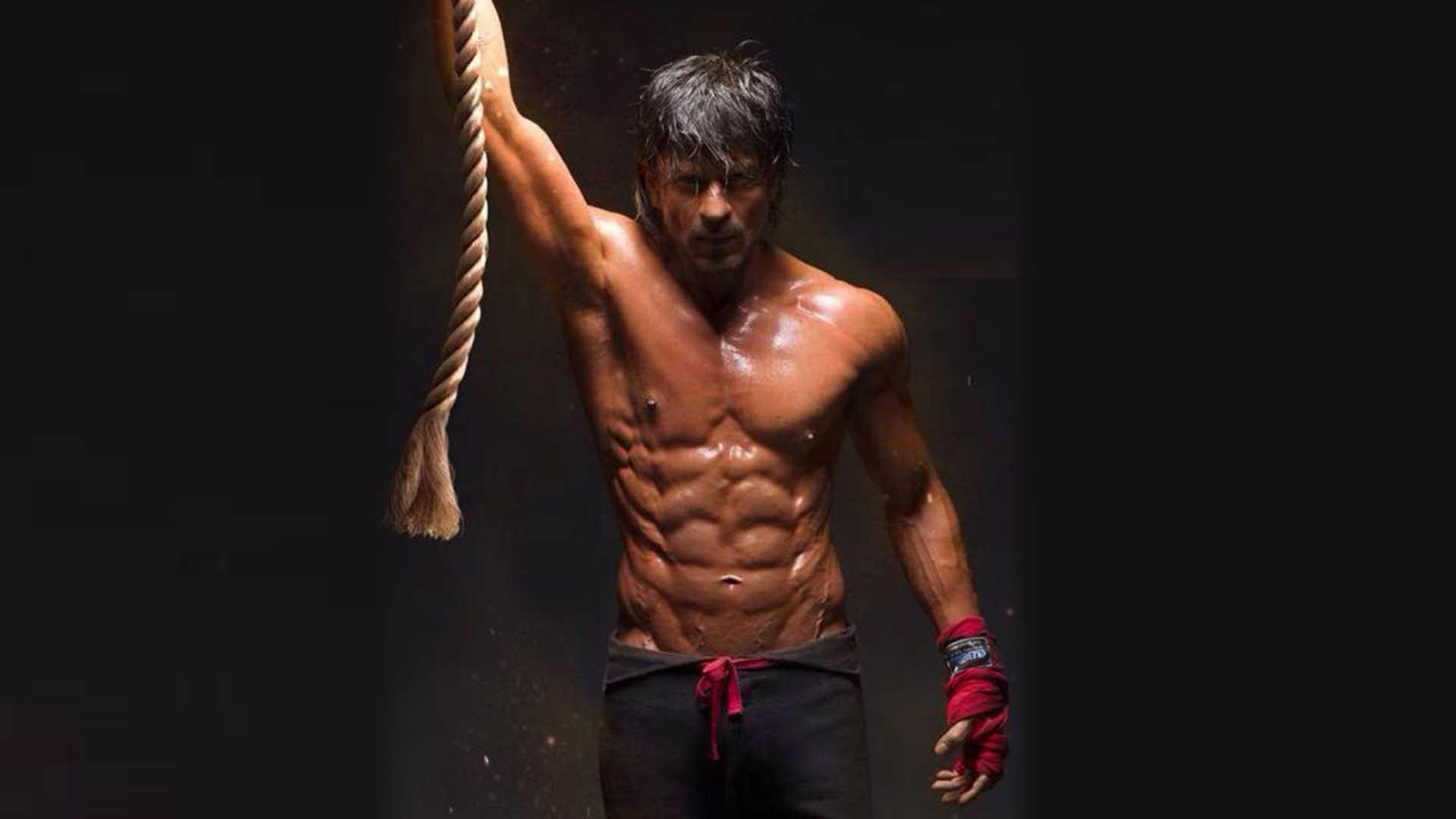 Srk 3d Wallpaper The Secret To Shah Rukh Khan S Six Pack Gq India Live