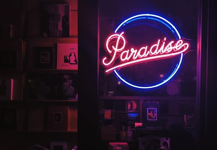 Pretty Wallpapers Rose Quotes An Insta Worthy Scavenger Hunt Of Nyc S Best Neon Art Signs
