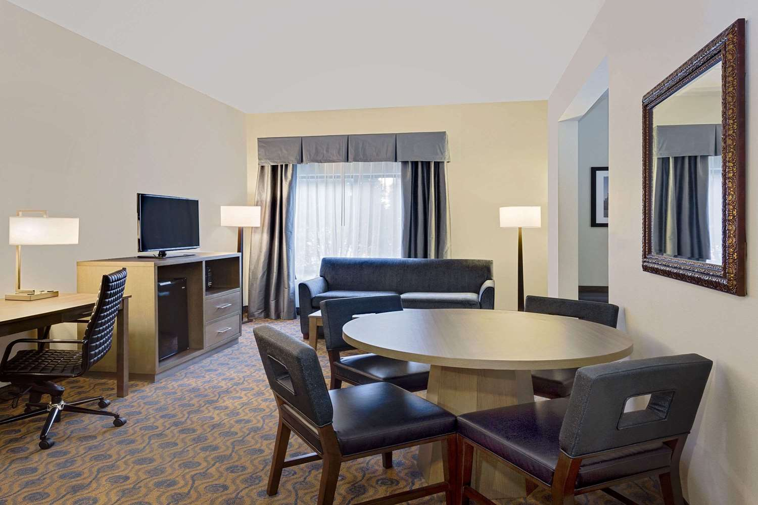 Cash Pool Mannheim Wingate By Wyndham Hotel Arlington Heights, Il - See Discounts
