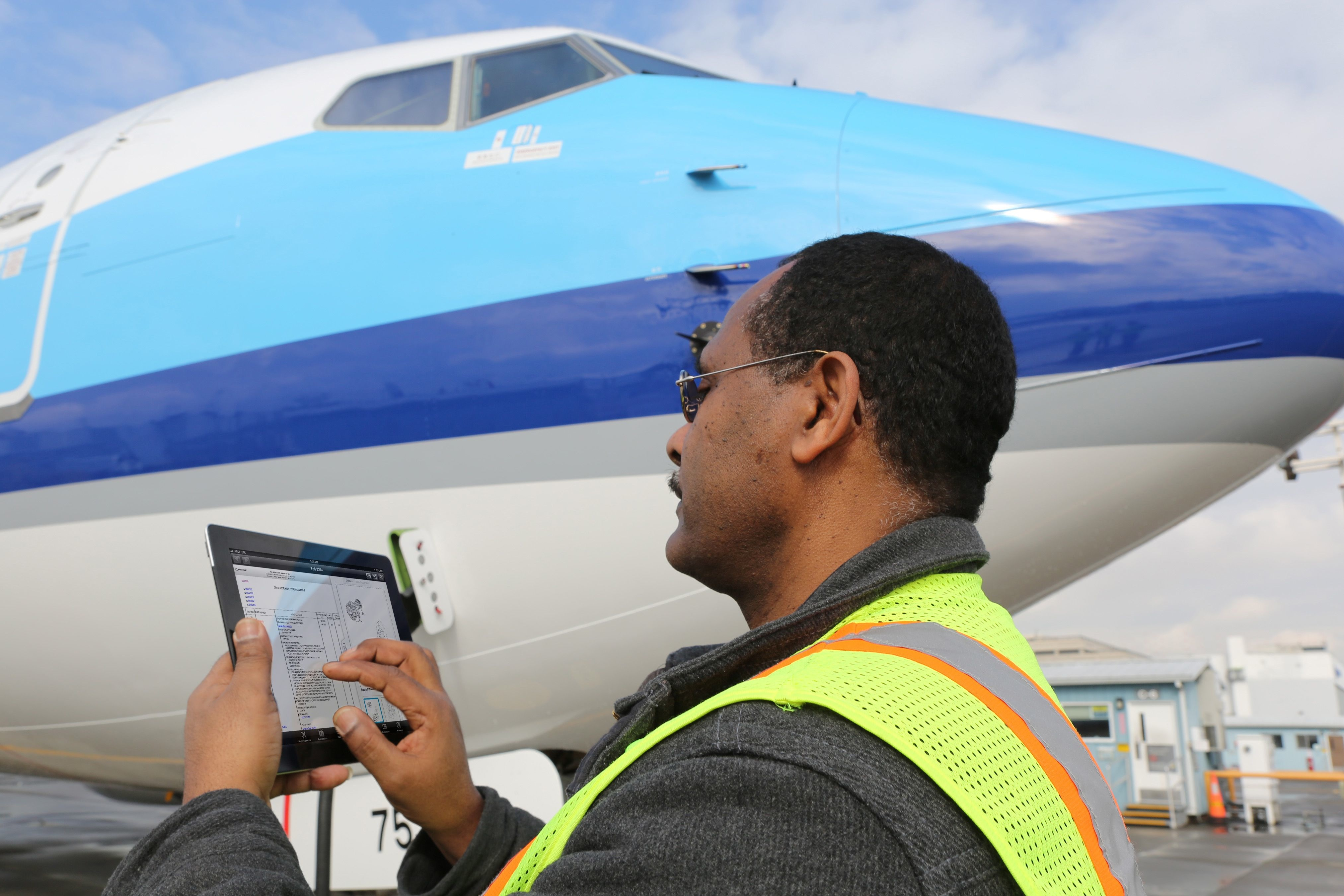 Airplane Maintenance Boeing Rolls Out Ipad App Suite For Airplane Maintenance Crews