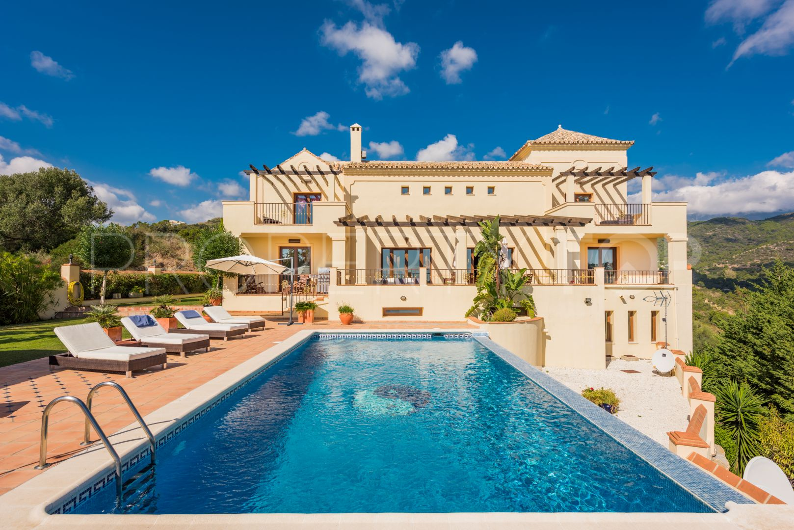 Gfk Pool Sale 6 Bedrooms Monte Mayor Villa For Sale Value Added Property