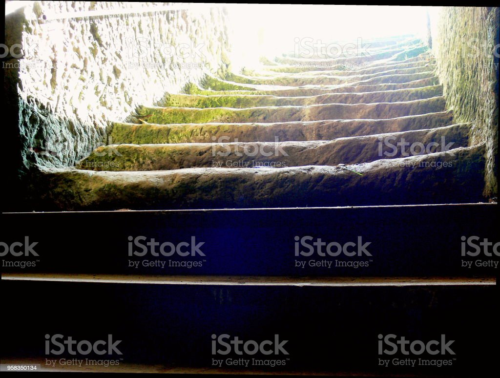 Steintreppe Alte Steintreppe Mit Sonnenstrahlen Stock Photo More Pictures Of