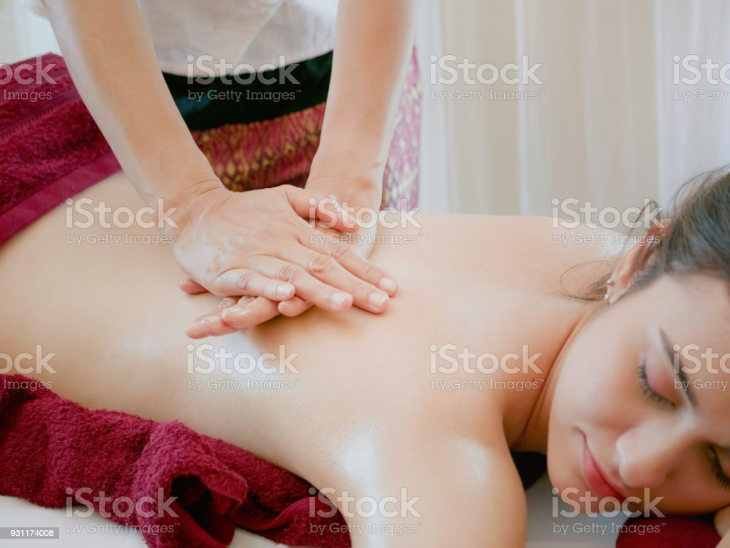 Salon De Massage 93 Photo Libre De Droit De Femme Ayant Cure Corps Massage Dans Le Spa