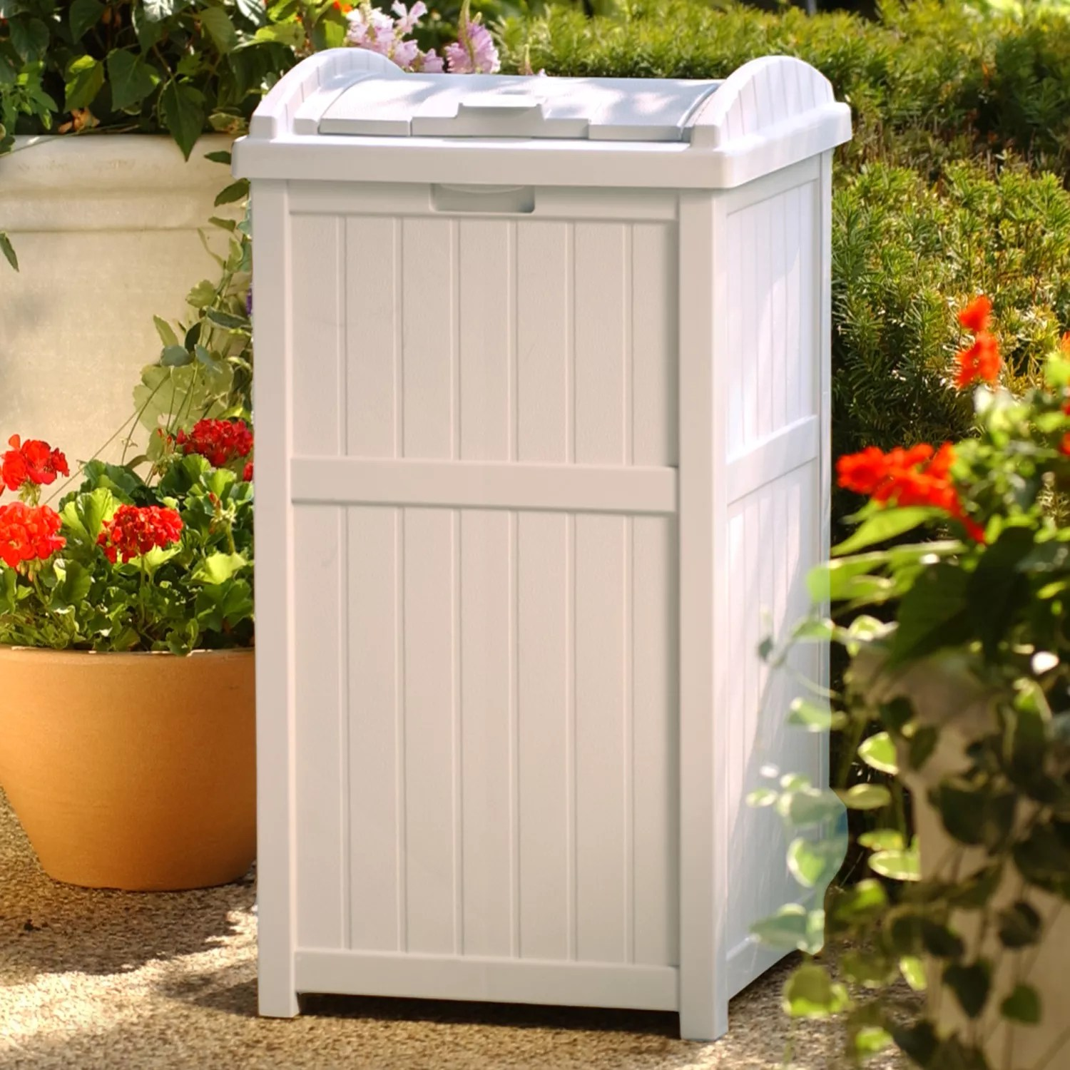 Outdoor 33 Suncast 33-gallon Trash Hideaway - Outdoor
