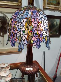 TIFFANY STYLE STAINED GLASS TABLE LAMP WISTERIA PATTERN