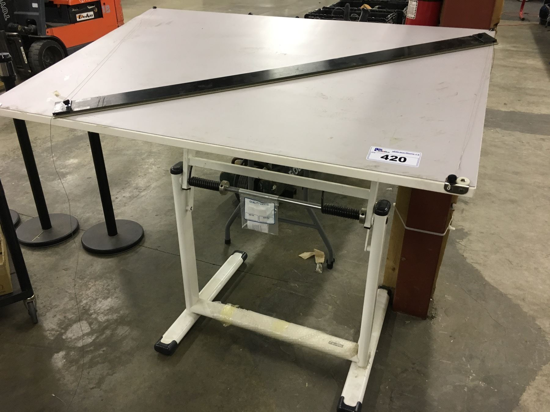 Adjustable Height Drafting Table Adjustable Height Drafting Table