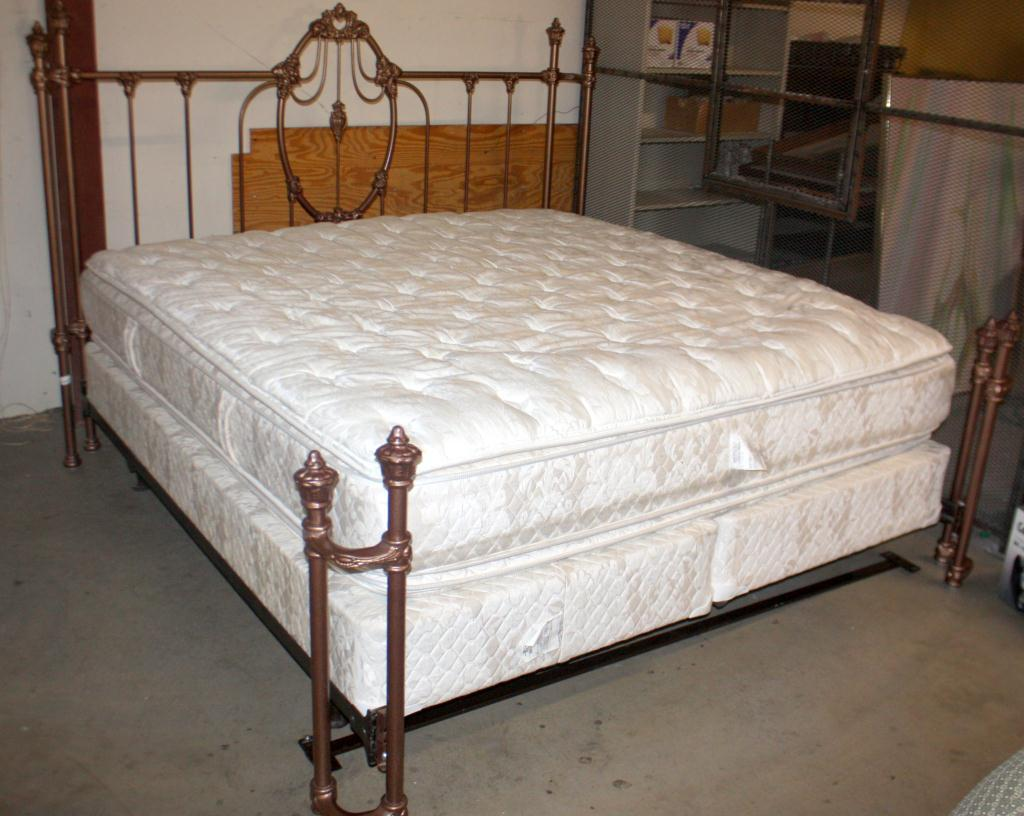 Dimensions Of King Size Bed King Size Bed W Mattress And Boxsprings