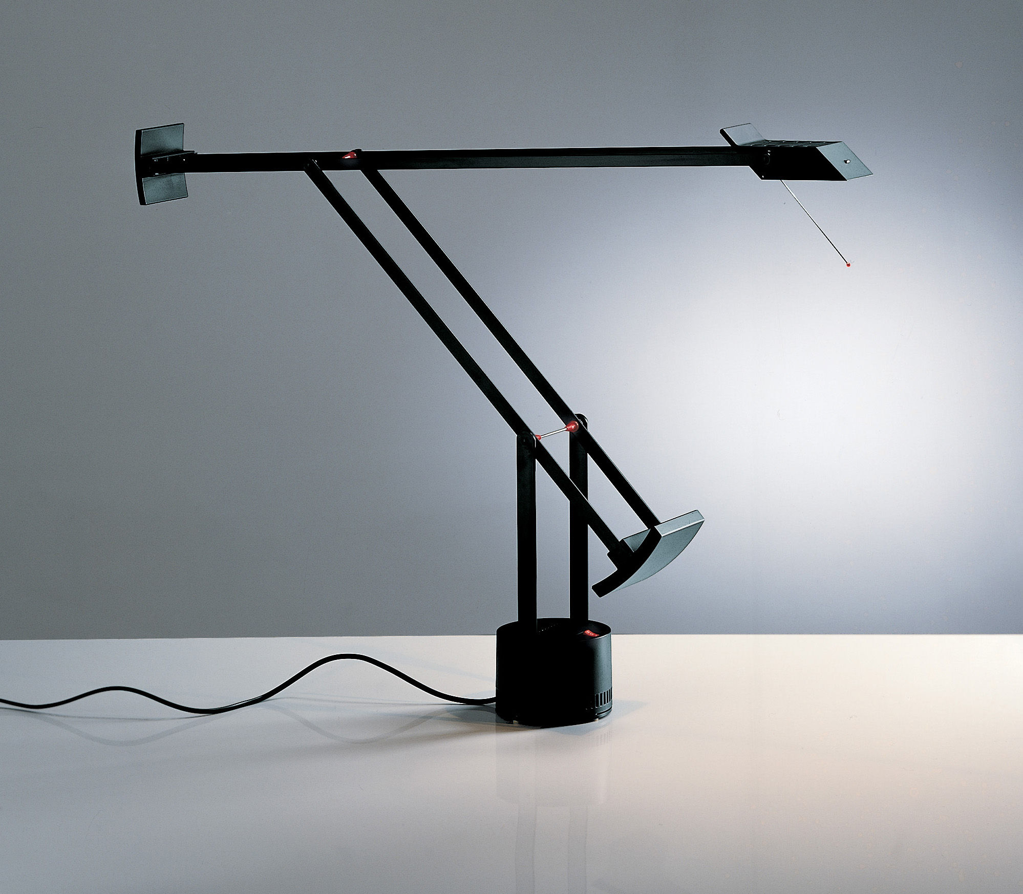 Lampe Artemide Tizio Table Lamp By Artemide