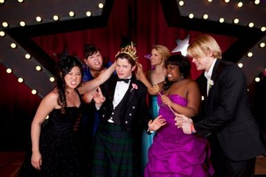 3d Holograms Wallpaper Glee Kurt And Karofsky Take The Crowns In Prom Queen