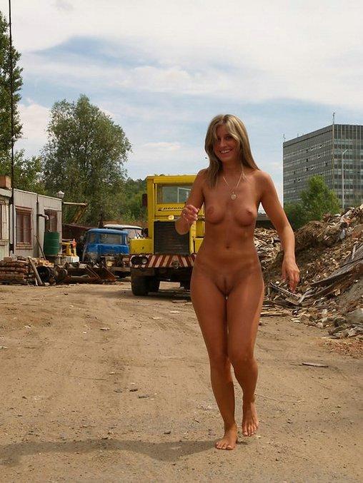 naked girls walking around the beach
