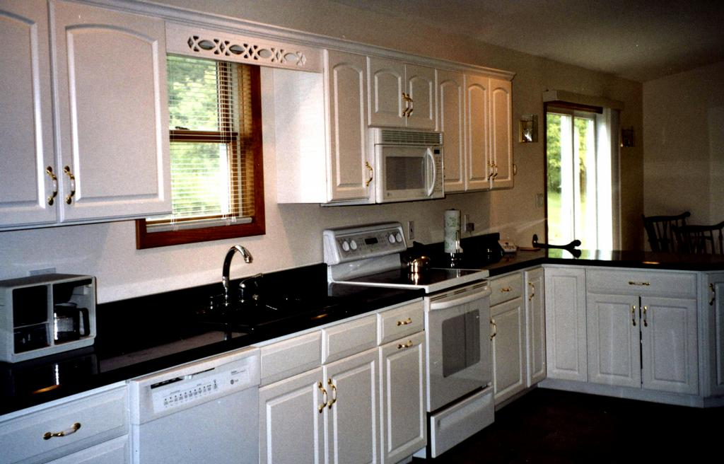 White Cabinets With Dark Granite Amazing 17 Portraits For White Cabinets Black Granite