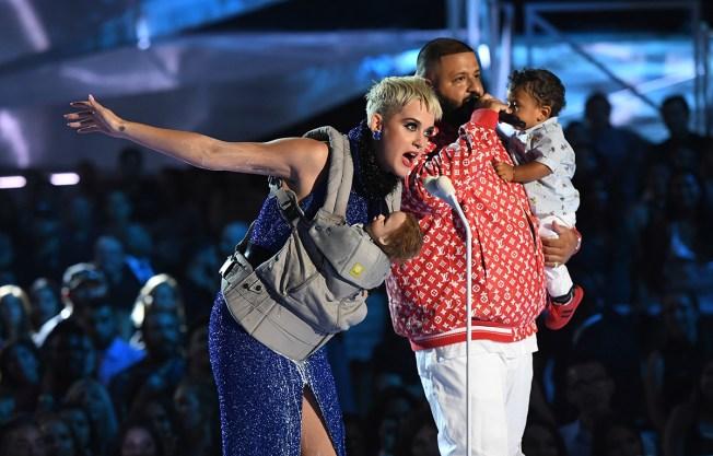 Kendrick Lamar Wins 6 Awards at Political, Emotional MTV VMAs - NBC