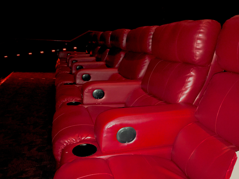 Regal Multiplex N.j.'s Best Movie Theater: A Classic Multiplex With The