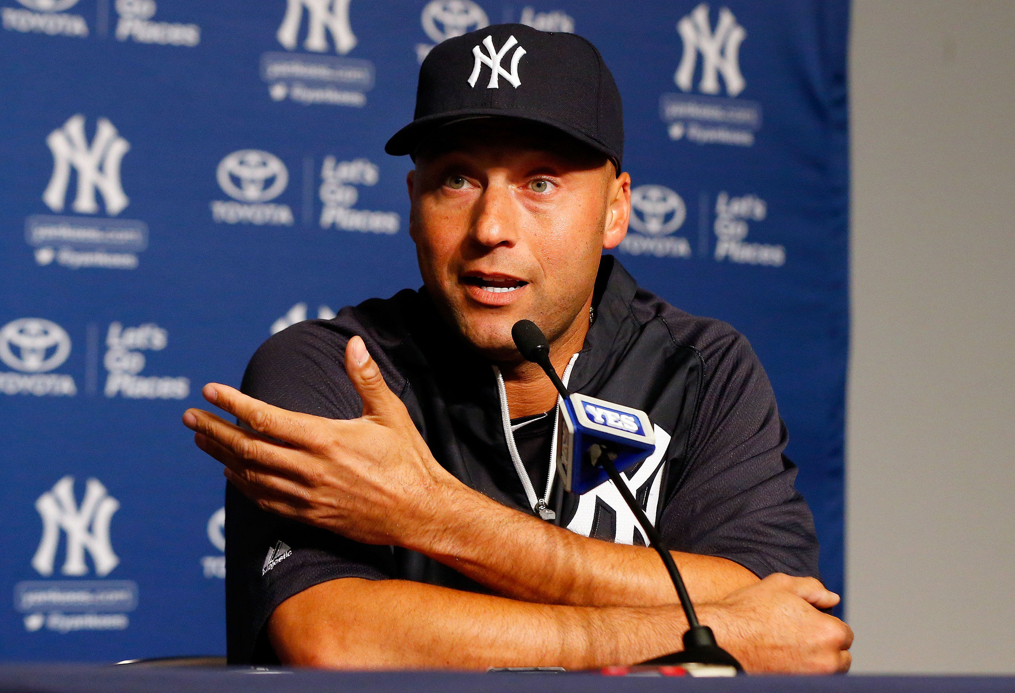 Derek-jeter-at-podium-discussing-injury-wirejpg-62b51d47241b5087