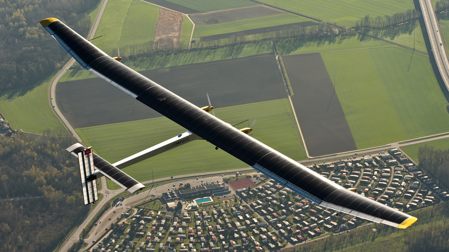 Solarplane Pool Willhaben Solar Powered Plane Uses Its Lightness To Fly In The Dark All