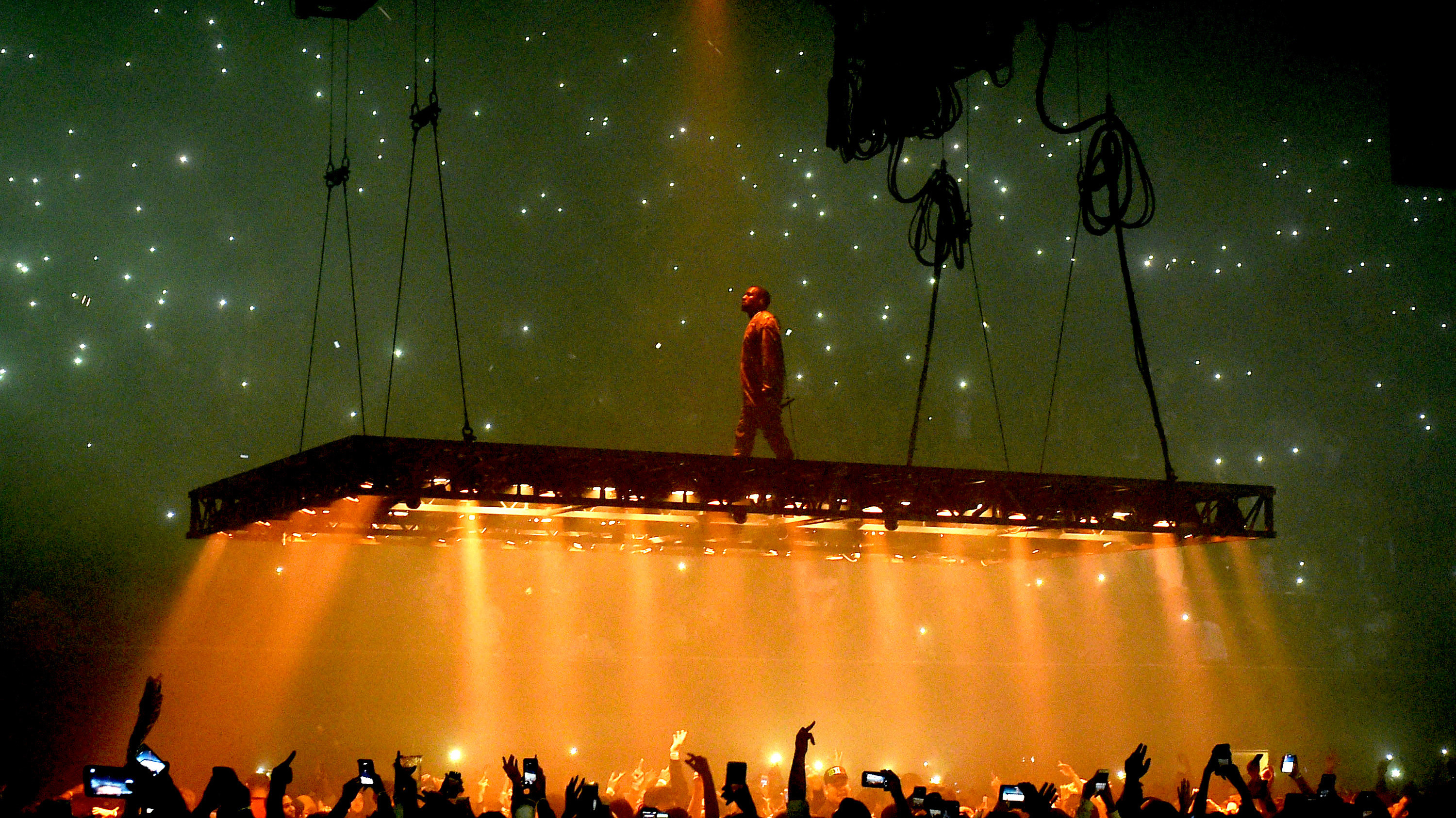 Car Audio Wallpaper Hd Kanye West Sues Lloyd S Of London Over Life Of Pablo Tour