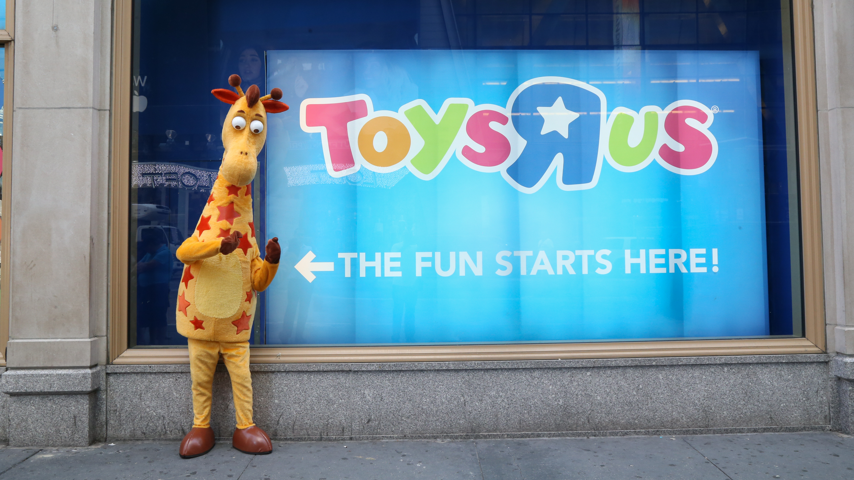 Ahead Of The Holiday Season Toys R Us Files For