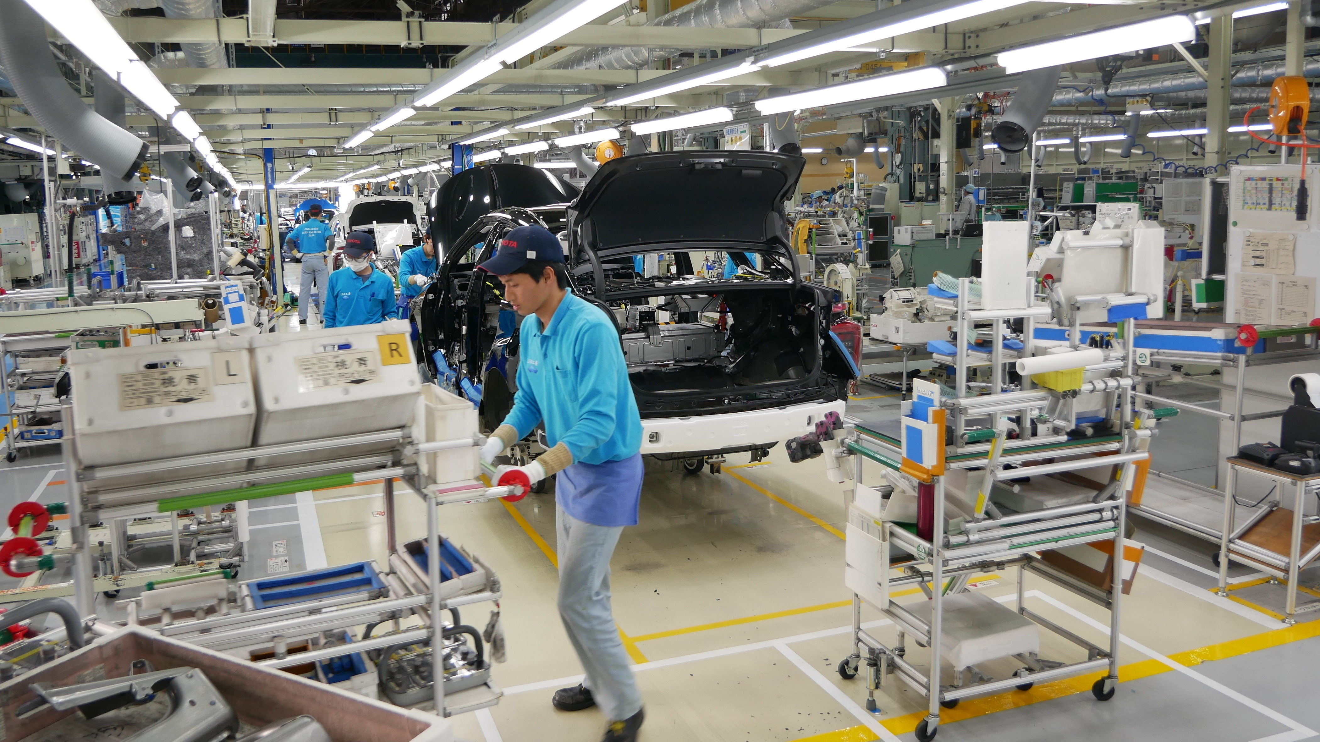 Vehicle Manufacturers In Japan Toyota Ramps Up Hydrogen Fuel Cell Vehicles As Japan Boosts
