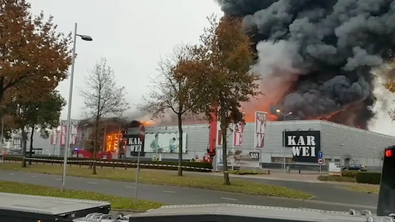Karwei Leerdam Openingstijden Very Large Fire Destroyed Karwei Apeldoorn International News