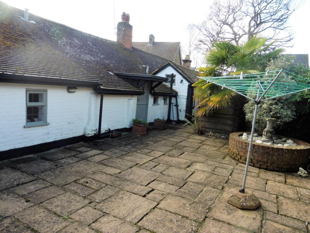 Patio Bungalow Vrijstaand Mincing Lane Chobham Gu24 3 Bed Detached Bungalow For