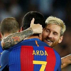 Zidane, Ronaldo, Messi... Le onze de rêve d'Arda Turan !