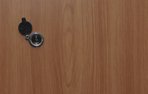 Oeil de boeuf  types, atouts, installation, prix - Ooreka - Oeil De Porte D Entree